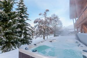 Chalet Maya Samoens Relax in the large steaming hot tub after an exciting day in the mountains