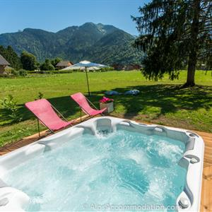 Chalet Toubkal Samoens Relax in the hot tub with a stunning view