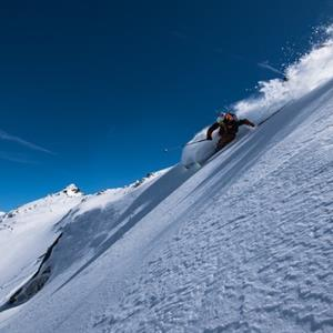 Aurelien Ducroz World Freeride Champion 2009 and 2011 skis in the Grand Massif