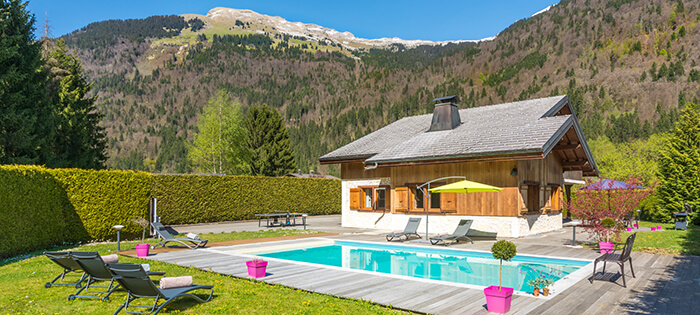 Beautiful 5 bedroom chalet in samoens with private swimming pool