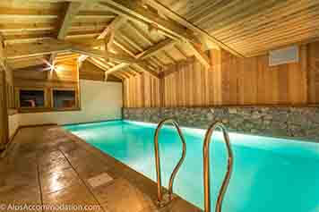 Chalet in samoens with a swimming pool