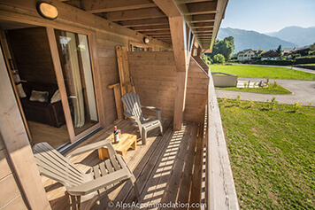 7 bedroom chalet with hot tub and garden in Samoens